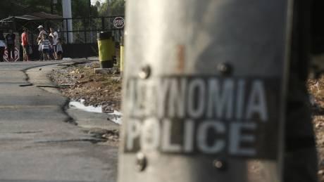 Μαλακάσα: Ένταση και χημικά μεταξύ ΜΑΤ και κατοίκων που διαμαρτύρονται για τις προσφυγικές δομές