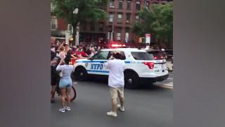 Βίντεο δείχνει περιπολικό να παρασύρει διαδηλωτές στη Νέα Υόρκη