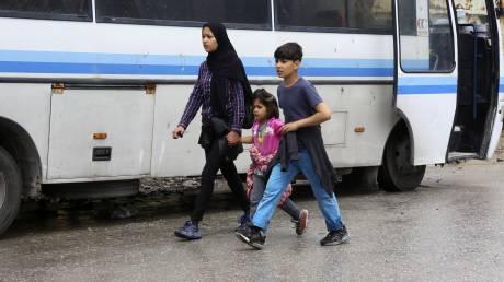 Κυβερνητικές πηγές για μεταναστευτικό: Μειώθηκαν οι ροές, αποσυμφόρηση στα νησιά