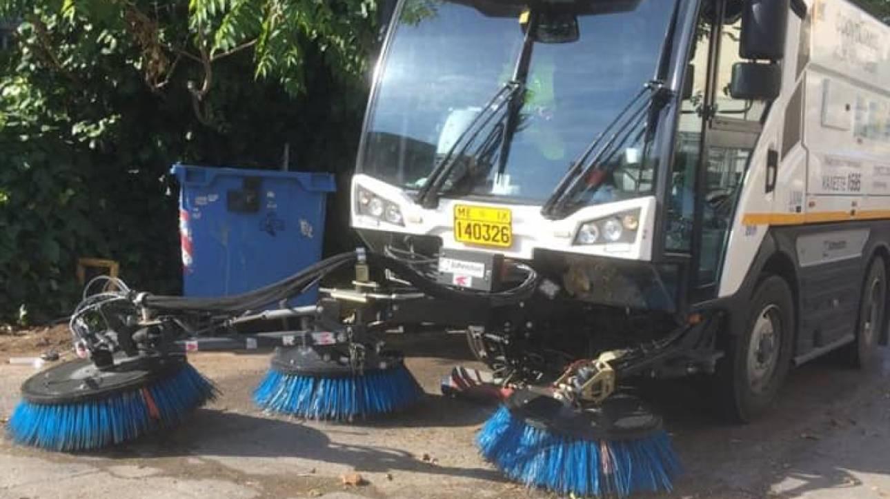 Κυριακάτικη καθαριότητα από τον Δήμο Αθηναίων στον Προμπονά