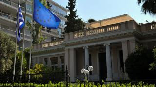 Συνελήφθησαν επτά μέλη του Ρουβίκωνα που πέταξαν τρικάκια έξω από το Μαξίμου
