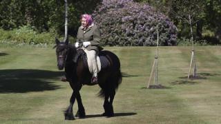 Η... έφιππη επανεμφάνιση της Ελισάβετ:Οι πρώτες φωτογραφίες της βασίλισσας από την αρχή του lockdown