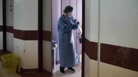 Κορωνοϊός: Κατέληξε μια ηλικιωμένη στο ΝΙΜΤΣ