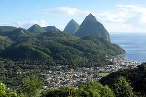 Η Αγία Λουκία είναι ένα από τα πολλά νησιά της Καραϊβικής που προσπαθούν να επανέλθουν στην τουριστική κανονικότητα. Ο τροπικός αυτός προορισμός που έκλεισε για τους διεθνείς ταξιδιώτες στις 23 Μαρτίου, ετοιμάζεται να ξανανοίξει στις 4 Ιουνίου, αρχικά για