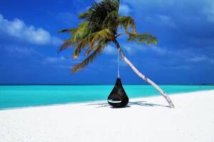 Όντας ήδη ένας από τους πιο πολυτελείς προορισμούς στον κόσμο, οι Μαλδίβες αναμένεται να είναι ακόμη πιο «αποκλειστικοί», μόλις ξανανοίξουν για το κοινό. Το σύμπλεγμα των χίλιων νησιών, έκλεισε τα σύνορά του και ακύρωσε όλες τις διεθνείς του πτήσεις αμέσω
