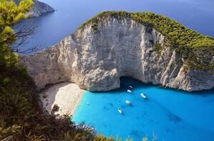 Με τον τουρισμό να αντιστοιχεί σχεδόν στο 20% του ΑΕΠ της, δεν προκαλεί απορία το γεγονός ότι η Ελλάδα πασχίζει να ξανανοίξει για τους τουρίστες της το συντομότερο δυνατό. Όπως ανακοίνωσε ο πρωθυπουργός, Κυριάκος Μητσοτάκης. Η τουριστική περίοδος ξεκινά ε