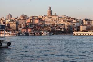 Η Τουρκία το 2019 είχε έσοδα 34,5 δισεκατομμυρίων δολαρίων από τον τουρισμό, και είναι επόμενο να προσδοκά να επιστρέψει στη δουλειά. Σύμφωνα με τον υπουργό Τουρισμό, η χώρα έχει αρχίσει ήδη να υποδέχεται ντόπιους ταξιδιώτες ενώ από τα μέσα Ιουνίου ευελπι