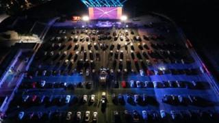 Γλυφάδα: Το πρώτο drive in θερινό φεστιβάλ είναι γεγονός