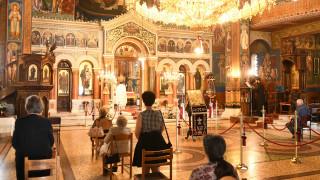 Χαλαρώνουν τα περιοριστικά μέτρα στις εκκλησίες - Οι αλλαγές
