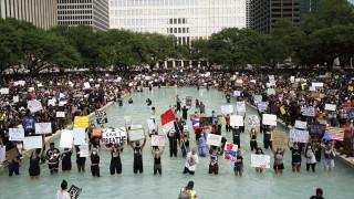ΗΠΑ: Χιλιάδες διαδηλωτές τίμησαν τη μνήμη του Τζορτζ Φλόιντ στο Χιούστον