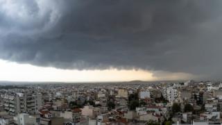 Καιρός: Ισχυρή καταιγίδα στην Αττική - Πότε βελτιώνεται το σκηνικό