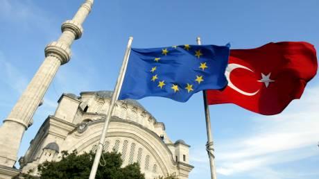 Προσφυγικό: Η Κομισιόν εισηγείται να δοθεί μισό δισ. ευρώ στην Τουρκία
