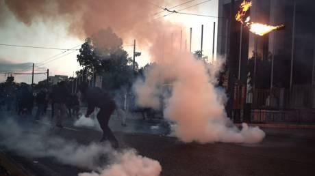 Πορεία για τον Φλόιντ: Επεισόδια στην αμερικανική πρεσβεία με μολότοφ και χημικά