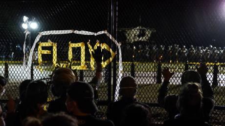 Δολοφονία Φλόιντ: Εντάλματα σύλληψης για τους αστυνομικούς - Άλλαξε το κατηγορητήριο για τον Σόβιν
