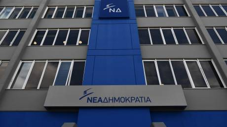 «Πυρά» ΝΔ κατά Τσίπρα: Συναντήθηκε στη Ρόδο με τους καταστηματάρχες που επιβάρυνε με 18 νέους φόρους