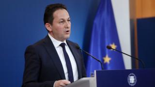 Πέτσας: Ο ΣΥΡΙΖΑ εύχεται μικρόψυχα να βγει η Ελλάδα «πρωταθλήτρια στην ύφεση»