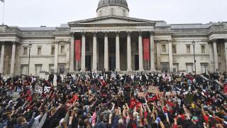 Λονδίνο: Χιλιάδες διαδήλωσαν για τη δολοφονία του Τζορτζ Φλόιντ