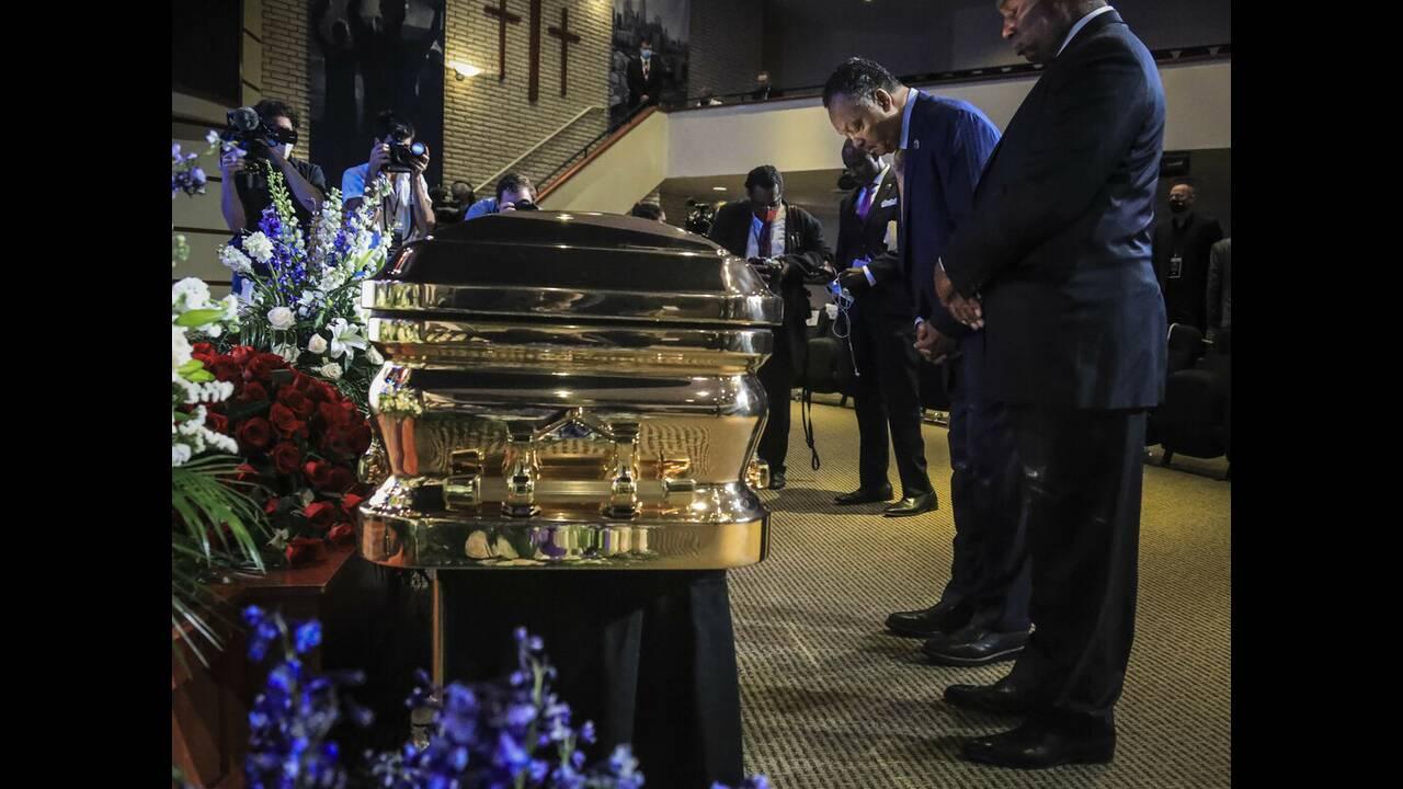 https://cdn.cnngreece.gr/media/news/2020/06/05/222073/photos/snapshot/floyd_memorial-8.jpg