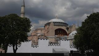 Hurriyet: Ο Ερντογάν ζητά την αλλαγή καθεστώτος της Αγίας Σοφίας για να λειτουργήσει ως τζαμί