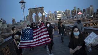 Νέα Υόρκη: Πορεία διαμαρτυρίας στη γέφυρα του Μπρούκλιν για τη δολοφονία Φλόιντ