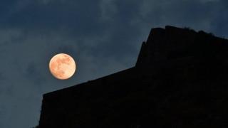 Πανσέληνος της Φράουλας και έκλειψη απόψε - Ορατά και από την Ελλάδα