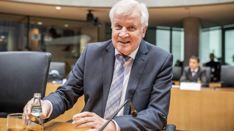Ζεεχόφερ: Δεν επιτρέπεται να αφήσουμε μόνες τις χώρες που υποδέχονται μετανάστες