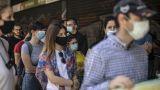 Κορωνοϊός: Ο ΠΟΥ συνιστά τη χρήση μάσκας στους δημόσιους χώρους