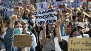 Δολοφονία Τζορτζ Φλόιντ: Δεν «σβήνει» η παγκόσμια οργή