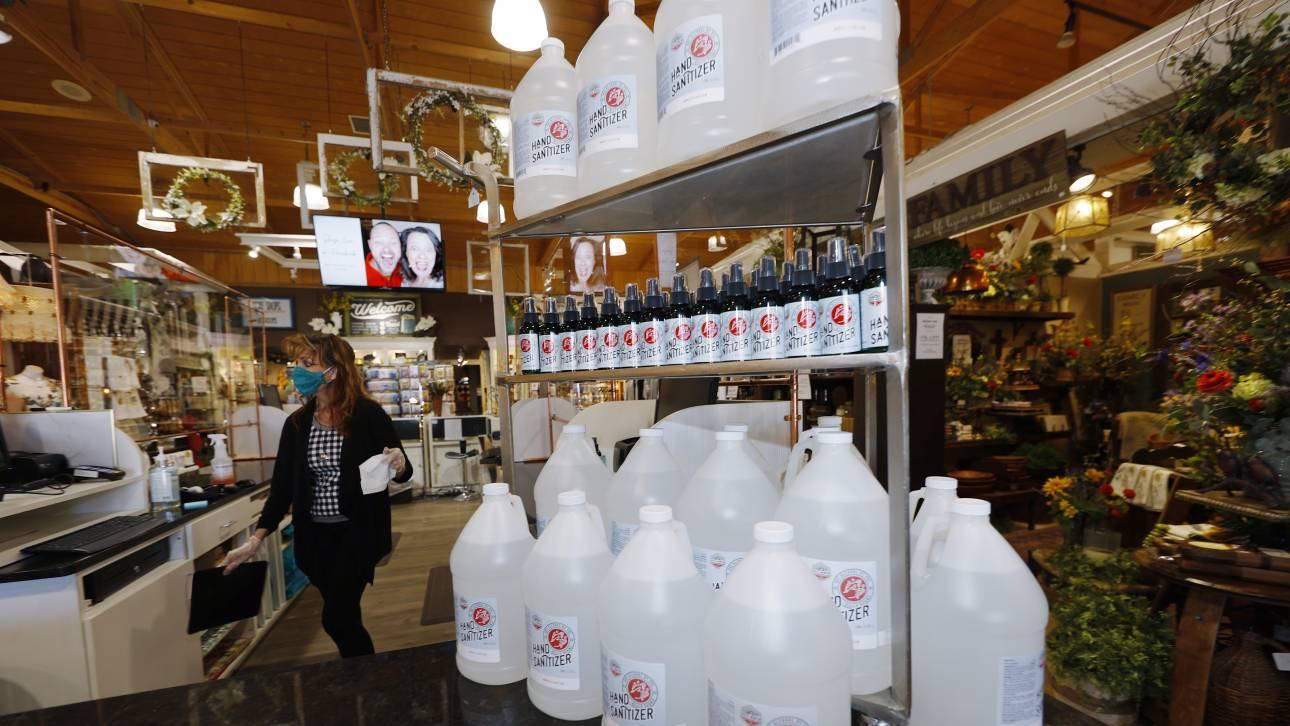 Τέσσερις στους δέκα Αμερικανούς πλένουν τρόφιμα με χλωρίνη και πίνουν... καθαριστικά