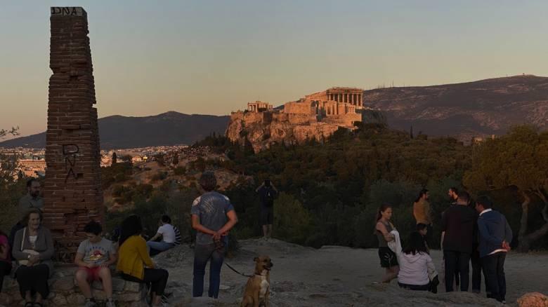 Κορωνοϊός: Καθηγητής προβλέπει έλευση 6.000 - 10.000 ασυμπτωματικών τουριστών στην Ελλάδα