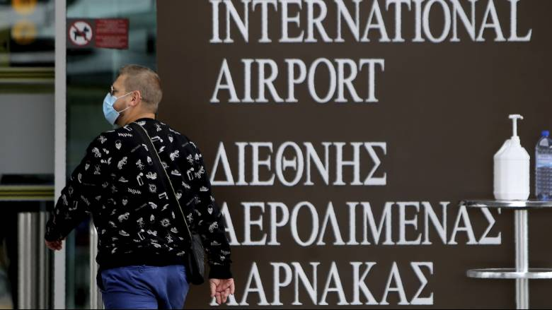 Η Κύπρος ανοίγει τα αεροδρόμια για να υποδεχθεί τουρίστες