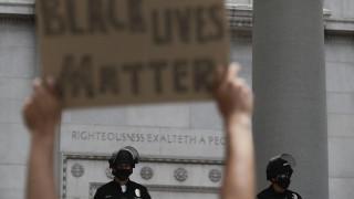 Σάλος στο Λος Άντζελες: Αστυνομικοί τραυμάτισαν άστεγο στο κεφάλι με πλαστικές σφαίρες