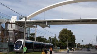 Τοποθετήθηκε η νέα πεζογέφυρα στην Ποσειδώνος - Κανονικά η κυκλοφορία των οχημάτων