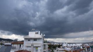 Καιρός: Τοπικές βροχές, σκόνη και άνοδος της θερμοκρασίας σήμερα