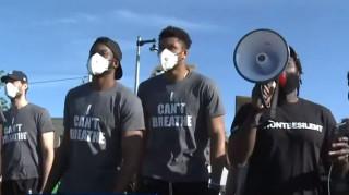 «Θέλουμε Δικαιοσύνη»: Τα αδέλφια Αντετοκούνμπο σε πορεία για τον Φλόιντ
