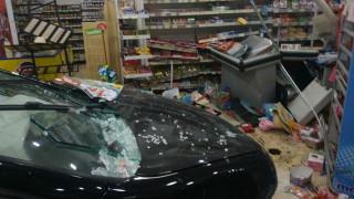 Ρόδος: Αυτοκίνητο «καρφώθηκε» σε σούπερ μάρκετ