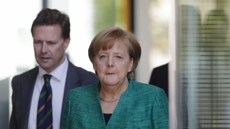 «Κανένα σχόλιο»: Τι λέει το Βερολίνο για τη φημολογούμενη απόσυρση αμερικανικών στρατευμάτων