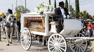 «Τελευταίο αντίο» στον Τζορτζ Φλόιντ: Πυρά κατά Τραμπ από τον ιερέα κατά τη νεκρώσιμο ακολουθία