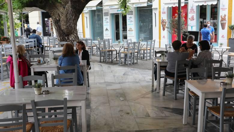 Οδηγίες ΑΑΔΕ για τον ΦΠΑ 13% σε τουρισμό, εστίαση και μεταφορές