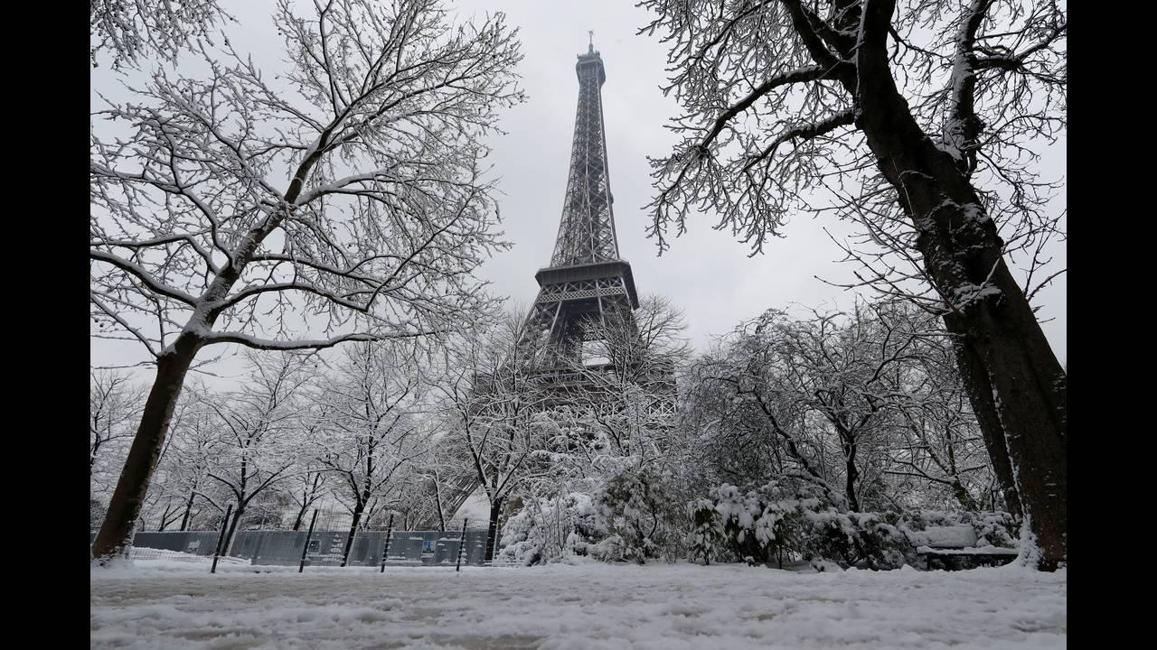 https://cdn.cnngreece.gr/media/news/2020/06/10/222677/photos/snapshot/2018-02-07T115500Z_271108061_RC15F9E5DF30_RTRMADP_3_FRANCE-WEATHER-SNOW.JPG