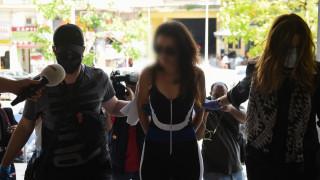 Στα δικαστήρια η γυναίκα που επιτέθηκε με νερό στον Νίκο Χαρδαλιά