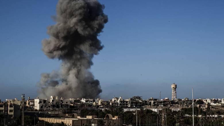 Συνεχίζεται η σύρραξη στη Λιβύη - Έκρηξη ναρκών με νεκρούς και τραυματίες νότια της Τρίπολης