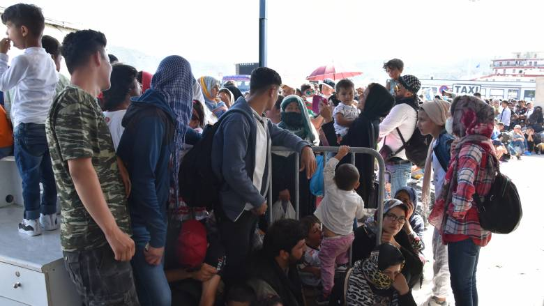 Ένταση με τραυματίες στο λιμάνι της Μυτιλήνης