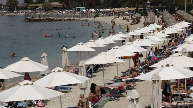 Κορωνοϊός: Ένας στους τρεις Έλληνες δεν ανησυχεί πλέον για τον ιό