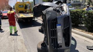 Τροχαίο ατύχημα στη Συγγρού – Εγκλωβισμένη μια γυναίκα