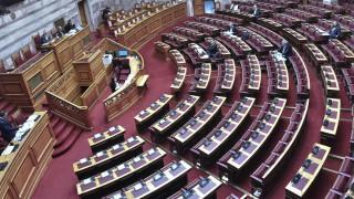 Βουλή: Ενημέρωση Δερμιτζάκη για την πορεία του κορωνοϊου και τις έρευνες για εμβόλιο