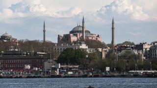 Yeni Safak: Το 73% των Τούρκων θέλει η Αγιά Σοφιά να γίνει τζαμί