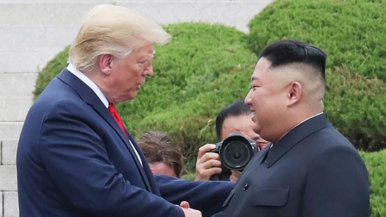 Δύο χρόνια μετά την ιστορική χειραψία Τραμπ - Κιμ Γιονγκ Ουν: «Απειλή» για τη Βόρεια Κορέα οι ΗΠΑ