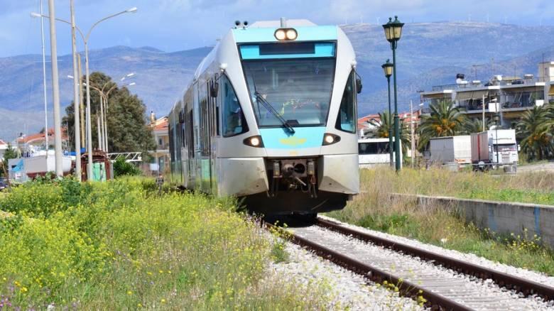 Θεσσαλονίκη: Πρόσκρουση τρένου σε δέντρο που είχε πέσει στις γραμμές