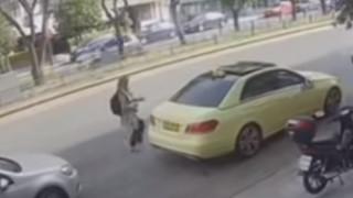 Επίθεση με βιτριόλι: «Καίει» τη δράστη ένα ιδιόχειρο σημείωμα - Στο φως νέες φωτογραφίες και βίντεο